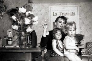 mère et ses deux enfants