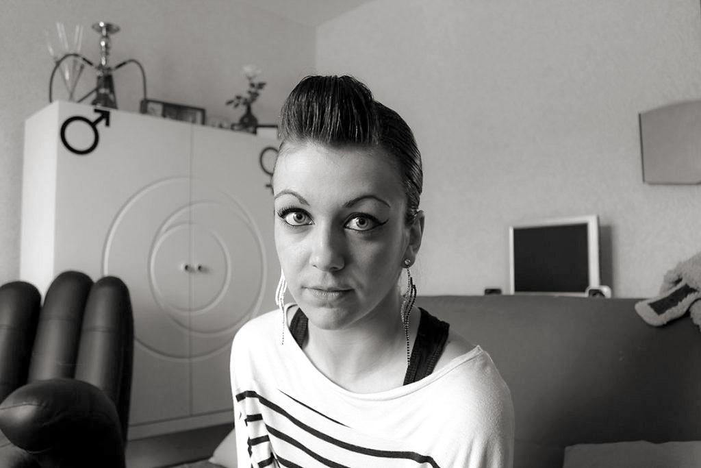 jeune femme de face